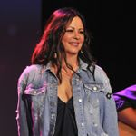 EXCLUSIVE: How Sara Evans Relates to Rayna Jaymes