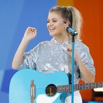 "Kelsea Ballerini Feels Good About ""This Feeling"""