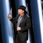 CMA AWARDS: Garth Brooks Wins Entertainer of the Year