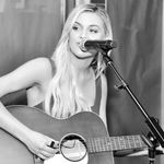 Kelsea Ballerini Goes Live to Showcase Songs and Answer Questions