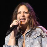 "It's Been 20 Years Since Sara Evans' ""Born to Fly"" Flew to No. 1"
