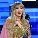 """Taylor Swift Ties Dolly Parton's Chart Record With New """"Love Story"""" Version"""