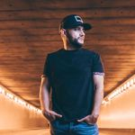 """Frank Ray Blends Country, Latin Vibes With """"Streetlights"""""""
