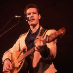 """CMT Rewind: Randy Travis' """"Diggin' Up Bones'"""" Showcases Classic Country's Timeless Perseverance"""