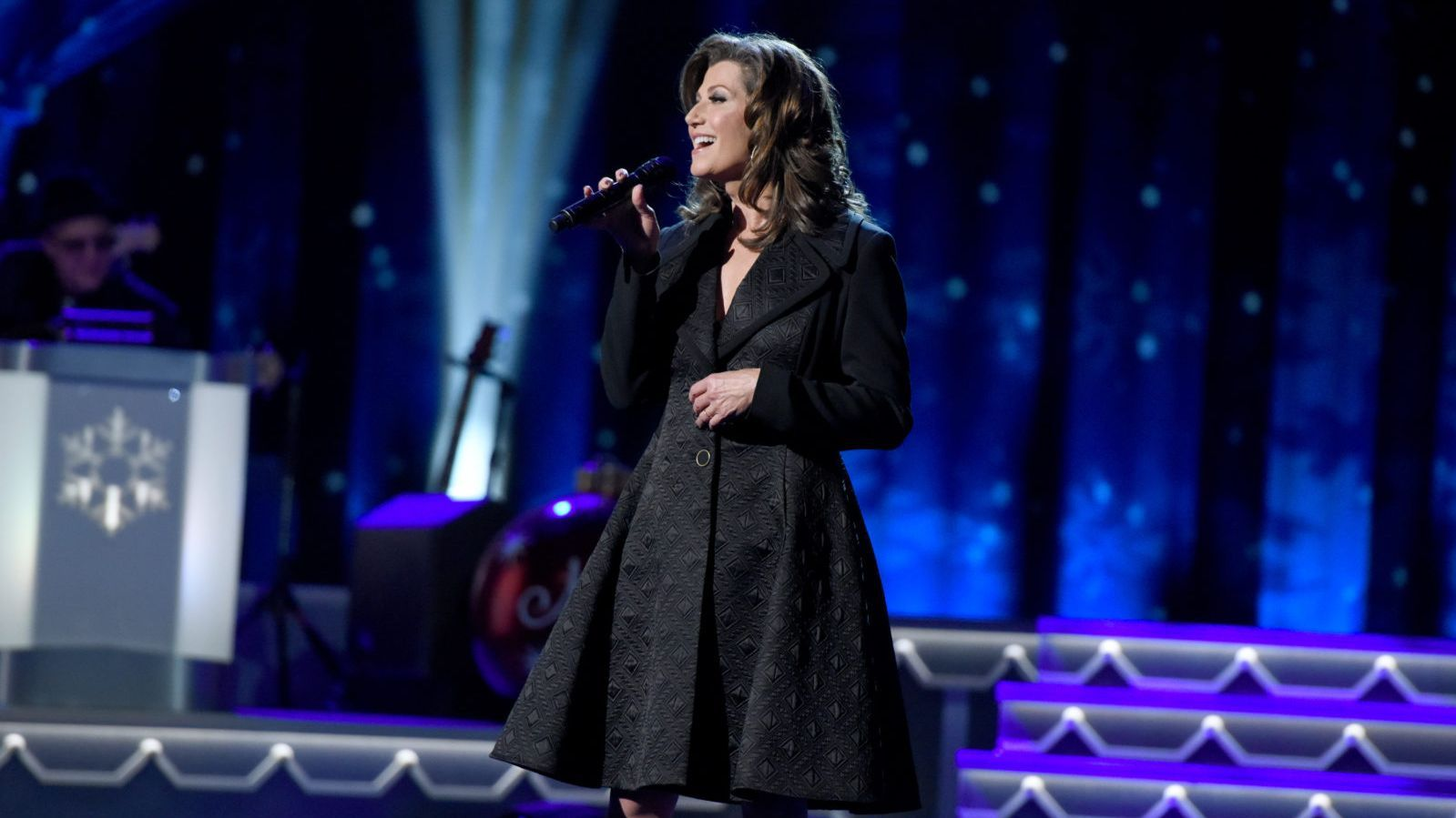 Amy Grant\'s Tennessee Christmas Offers Comfort and Joy | CMT