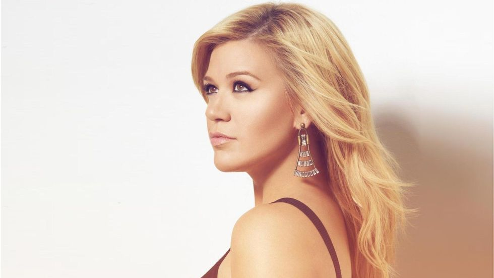 Kelly Clarkson Prepares for a Miracle on Broadway | CMT