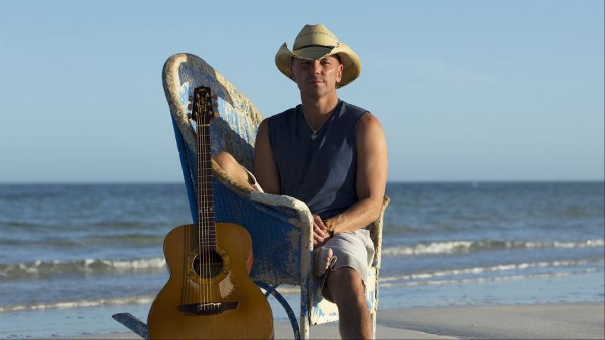 Kenny Chesney Wishes You a Beachin\' Christmas | CMT