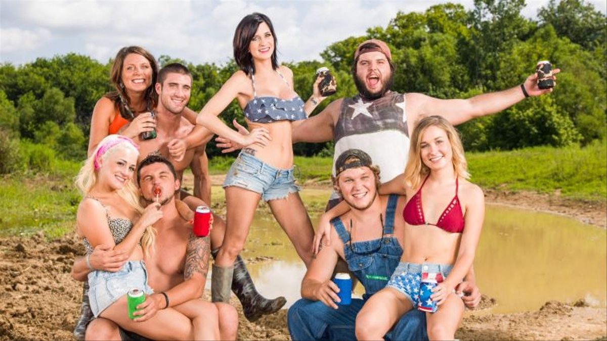 Your Guide To Party Down South Cmt