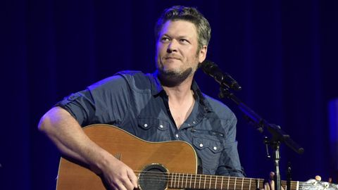 go shopping in nyc with blake shelton cmt. Black Bedroom Furniture Sets. Home Design Ideas
