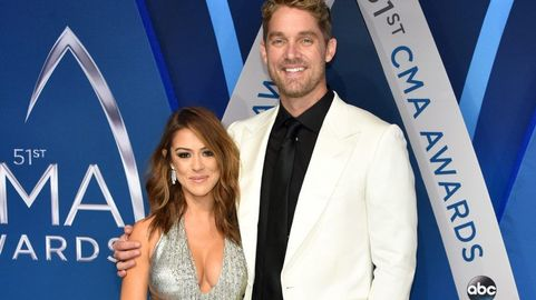 brett young and taylor mills are engaged cmt