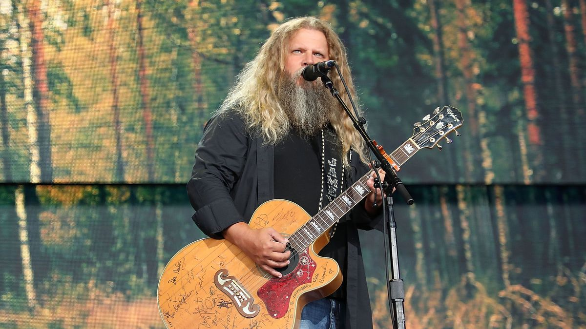 Jamey Johnson Talks Passing Down Country Music to New Generations