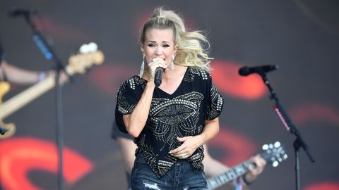 Carrie Underwood Books Wildwood's Barefoot Country Fest