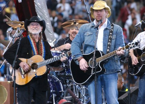 Willie Nelson (left) and Toby Keith
