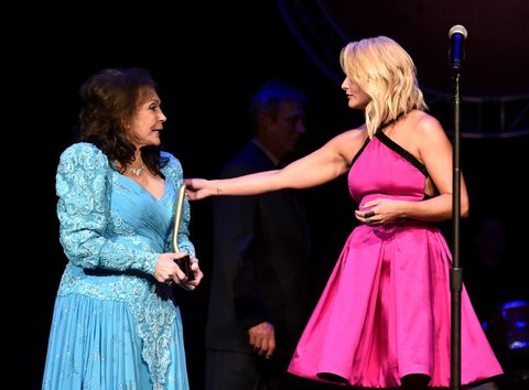 NASHVILLE, TN - SEPTEMBER 01:  Loretta Lynn and Miranda Lambert onstage during the 9th Annual ACM Honors at the Ryman Auditorium on September 1, 2015 in Nashville, Tennessee.  (Photo by John Shearer/Getty Images for ACM)