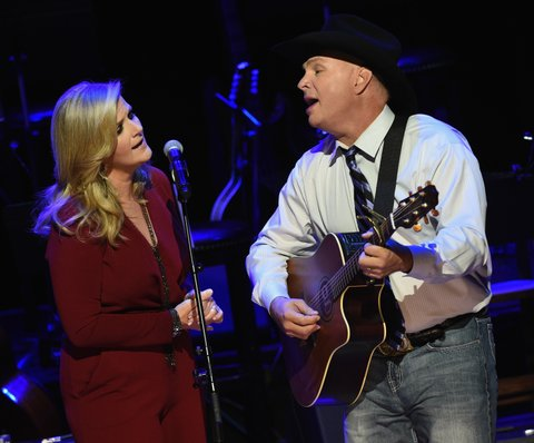 NASHVILLE, TN - OCTOBER 25:  Trisha Yearwood and Garth Brooks perform during The Country Music Hall of Fame 2015 Medallion Ceremony at the Country Music Hall of Fame and Museum on October 25, 2015 in Nashville, Tennessee.  (Photo by Rick Diamond/Getty Images for CMHOF)