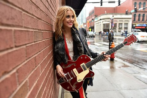 NASHVILLE, TN - OCTOBER 02:  Lindsay Ell performs on Broadway on October 2, 2015 in Nashville, Tennessee.  (Photo by John Shearer/Getty Images for CMT)