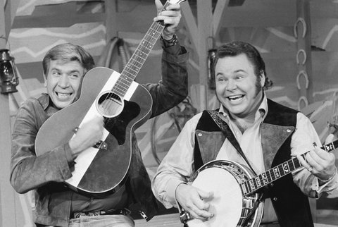 LOS ANGELES - DECEMBER 10:  Roy Clark, right, and Buck Owens on HEE HAW.  Image dated December 10, 1970.  (Photo by CBS via Getty Images)