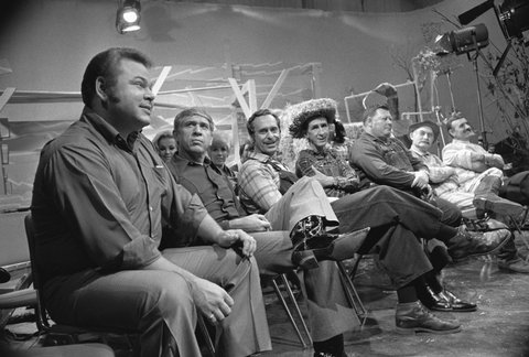 NASHVILLE - NOVEMBER 26:  from left HEE HAW cast: Roy Clark, Buck Owens, Gordie Tapp, Stringbean, Junior Samples, Grandpa Jones, Archie Campbell at Nashville press Conference.  Image dated November 26, 1969.  (Photo by CBS via Getty Images)