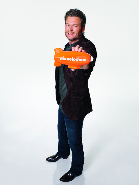 KIDS' CHOICE AWARDS 2016: Pictured: Blake Shelton in KIDS' CHOICE AWARDS 2016 on Nickelodeon. Photo: James White/Nickelodeon. © 2015 Viacom International, Inc. All Rights Reserved.  Vanities: Trish Townsend – Stylist Kristi Fuhrann-Kerr – Groomer Retouching- Boris Kravchenko/ Angry Tablet Inc.