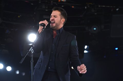 NASHVILLE, TN - NOVEMBER 03:  Luke Bryan performs onstage during the BMI 2015 Country Awards at BMI on November 3, 2015 in Nashville, Tennessee.  (Photo by John Shearer/Getty Images for BMI)