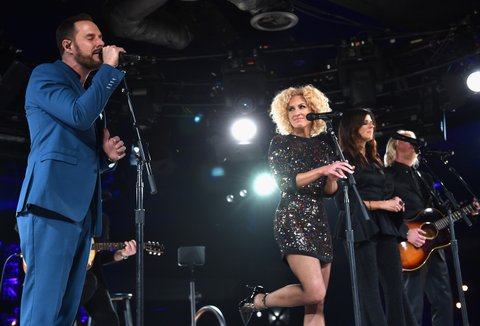 NASHVILLE, TN - NOVEMBER 03:  (L-R) Jimi Westbrook, Kimberly Schlapman, Karen Fairchild, and Phillip Sweet of Little Big Town perform onstage during the BMI 2015 Country Awards at BMI on November 3, 2015 in Nashville, Tennessee.  (Photo by John Shearer/Getty Images for BMI)