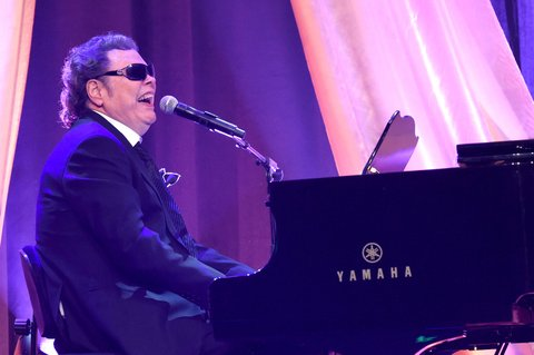 NASHVILLE, TN - FEBRUARY 29:  Ronnie Milsap performs onstage at the T.J. Martell Foundation 8th Annual Nashville Honors Gala at the Omni Nashville Hotel on February 29, 2016 in Nashville, Tennessee.  (Photo by Rick Diamond/Getty Images for T.J. Martell)