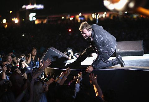 LAS VEGAS, NEVADA - APRIL 02:  Singer Dierks Bentley performs onstage at the 4th ACM Party for a Cause Festival at the Las Vegas Festival Grounds on April 2, 2016 in Las Vegas, Nevada.  (Photo by Christopher Polk/Getty Images for ACM)