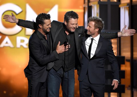 LAS VEGAS, NEVADA - APRIL 03: (L-R) Co-host Luke Bryan, recording artist Blake Shelton, and co-host Dierks Bentley speak onstage during the 51st Academy of Country Music Awards at MGM Grand Garden Arena on April 3, 2016 in Las Vegas, Nevada. (Photo by Ethan Miller/Getty Images)