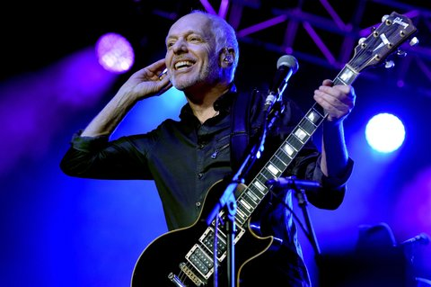 NASHVILLE, TENNESSEE - APRIL 12:  Musician Peter Frampton performs onstage during All For The Hall at the Bridgestone Arena on April 12, 2016 in Nashville, Tennessee.  (Photo by John Shearer/Getty Images for The Country Music Hall Of Fame & Museum)