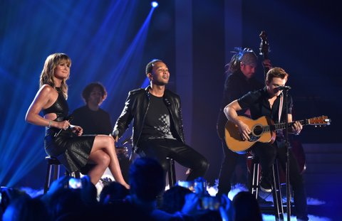 NASHVILLE, TN - JUNE 04: Jennifer Nettles (L) and John Legend perform onstage during the 2014 CMT Music awards at the Bridgestone Arena on June 4, 2014 in Nashville, Tennessee. (Photo by Larry Busacca/WireImage)