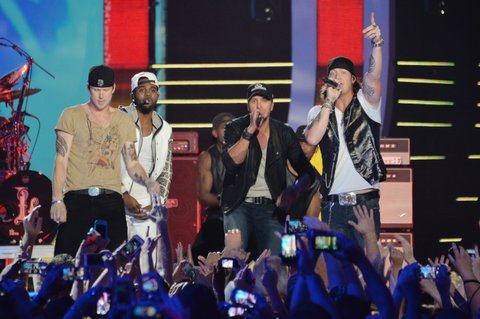 NASHVILLE, TN - JUNE 04: Luke Bryan, Jason Derulo and Florida Georgia Line perform onstage during the 2014 CMT Music awards at the Bridgestone Arena on June 4, 2014 in Nashville, Tennessee. (Photo by Mike Coppola/WireImage)
