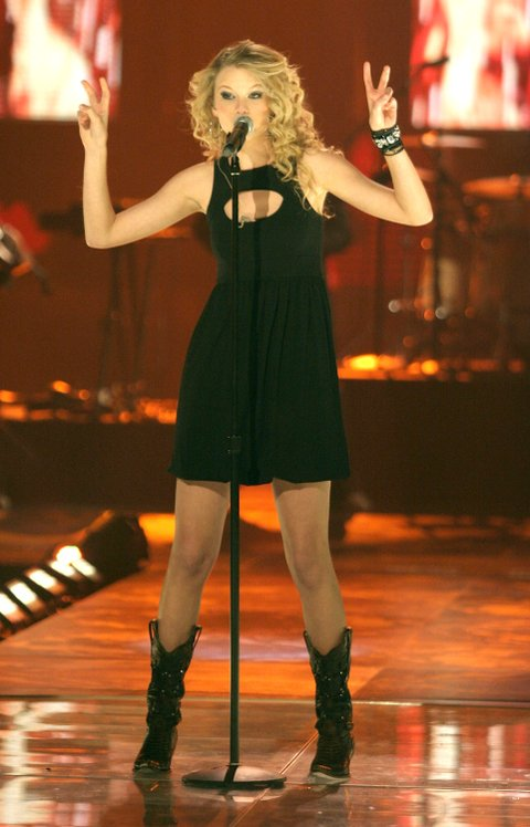 Taylor Swift performs on stage during the 2008 CMT Music Awards at the Curb Events Center at Belmont University on April 14, 2008 in Nashville, Tennessee.