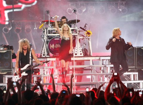 NASHVILLE, TN - JUNE 16: Singer Taylor Swift performs with Def Leppard on stage during the 2009 CMT Music Awards at the Sommet Center on June 16, 2009 in Nashville, Tennessee. (Photo by Jason Merritt/Getty Images)
