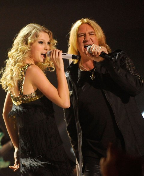 NASHVILLE, TN - JUNE 16: Taylor Swift and Joe Elliott of Def Leppard perform on stage at the 2009 CMT Music Awards at the Sommet Center on June 16, 2009 in Nashville, Tennessee. (Photo by Kevin Mazur/WireImage)