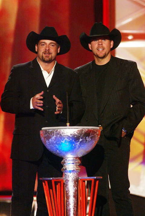 Chris Cagle, on left, and Gary Allan during the first ever CMT Flameworthy Video Music Awards at the Gaylord Entertainment Center in Nashville, Tennesee. 6/12/02 Photo by Scott Gries/ImageDirect