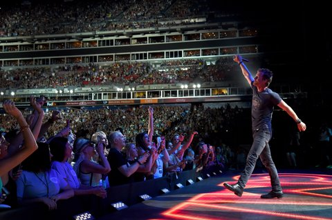 NASHVILLE, TN - JUNE 09:  Singer Dierks Bentley performs onstage during 2016 CMA Festival - Day 1 at Nissan Stadium on June 9, 2016 in Nashville, Tennessee.  (Photo by Rick Diamond/Getty Images)