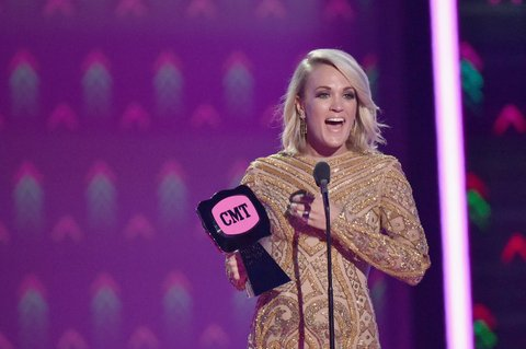 NASHVILLE, TN - JUNE 08: Singer-songwriter Carrie Underwood accepts an award onstage during the 2016 CMT Music awards at the Bridgestone Arena on June 8, 2016 in Nashville, Tennessee. (Photo by Mike Coppola/Getty Images for CMT)