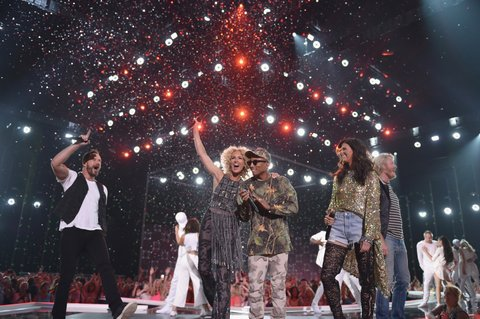 NASHVILLE, TN - JUNE 08: Phillip Sweet, Karen Fairchild, Kimberly Schlapman and Jimi Westbrook from musical group Little Big Town and musican Pharrell Williams perform onstage during the 2016 CMT Music awards at the Bridgestone Arena on June 8, 2016 in Nashville, Tennessee. (Photo by John Shearer/Getty Images for CMT)