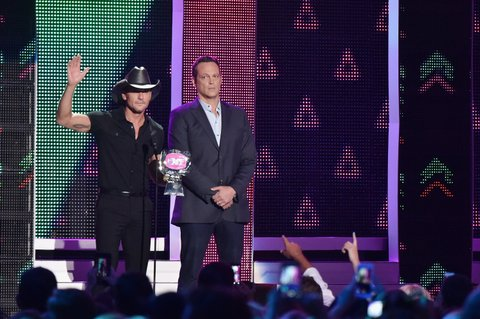 NASHVILLE, TN - JUNE 08: Singer-songwriter Tim McGraw accepts and award from Vince Vaughn onstage during the 2016 CMT Music awards at the Bridgestone Arena on June 8, 2016 in Nashville, Tennessee. (Photo by Mike Coppola/Getty Images for CMT)