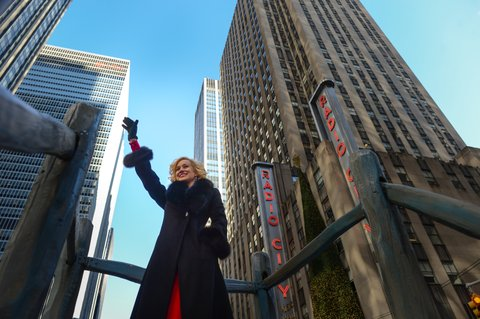 NEW YORK, NY - NOVEMBER 28:  Country music singer Kellie Pickler waves to people watching on the street from the Discover and NHL's Frozen Fall Fun float in the 87th Annual Macy's Thanksgiving Day Parade on November 28, 2013 in New York City.  (Photo by Ron Antonelli/NHLI via Getty Images)