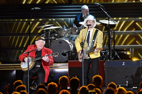 NASHVILLE, TN - NOVEMBER 02:  Roy Clark and Brad Paisley perform onstage at the 50th annual CMA Awards at the Bridgestone Arena on November 2, 2016 in Nashville, Tennessee.  (Photo by Gustavo Caballero/Getty Images)