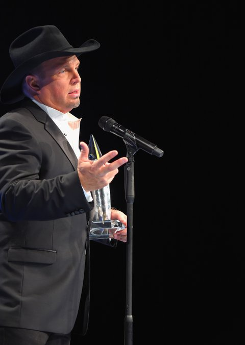 NASHVILLE, TN - NOVEMBER 02:  Garth Brooks speaks in the press room during the 50th annual CMA Awards at the Bridgestone Arena on November 2, 2016 in Nashville, Tennessee.  (Photo by Michael Loccisano/Getty Images)