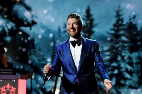 NASHVILLE, TN - NOVEMBER 08:  Singer-songwriter Brett Eldredge performs on stage during the CMA 2016 Country Christmas on November 8, 2016 in Nashville, Tennessee.  (Photo by Rick Diamond/Getty Images)