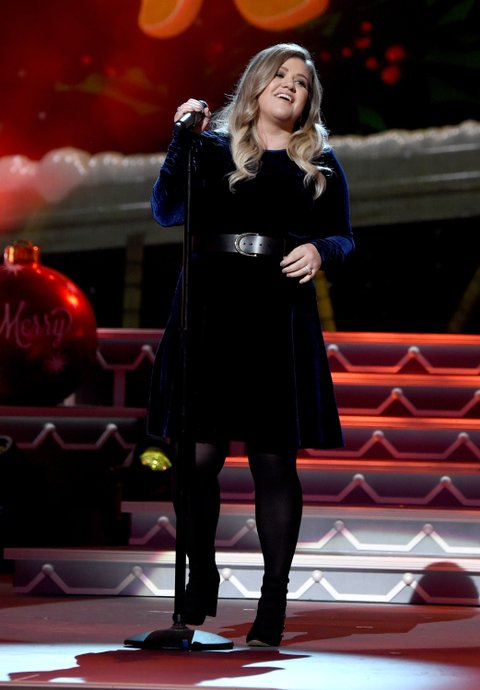 NASHVILLE, TN - NOVEMBER 08:  Singer-songwriter Kelly Clarkson performs on stage during the CMA 2016 Country Christmas on November 8, 2016 in Nashville, Tennessee.  (Photo by Rick Diamond/Getty Images)