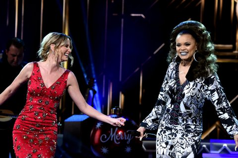 NASHVILLE, TN - NOVEMBER 08:  Singer-songwriters Jennifer Nettles (L) and Andra Day (R) perform on stage during the CMA 2016 Country Christmas on November 8, 2016 in Nashville, Tennessee.  (Photo by Rick Diamond/Getty Images)