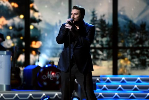 NASHVILLE, TN - NOVEMBER 08:  Chris Young  performs during the CMA 2016 Country Christmas on November 8, 2016 in Nashville, Tennessee.  (Photo by John Shearer/WireImage)