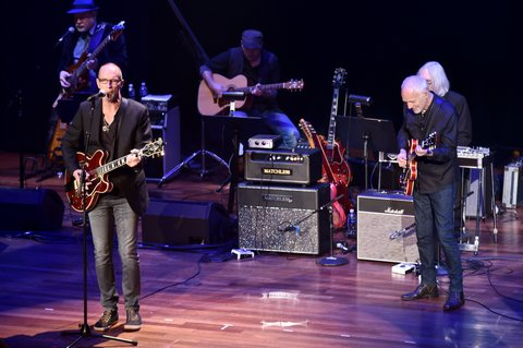NASHVILLE, TN - OCTOBER 31:  Gordon Kennedy and Peter Frampton perform onstage during the 54th annual ASCAP Country Music awards at the Ryman Auditorium on October 31, 2016 in Nashville, Tennessee.  (Photo by Michael Loccisano/Getty Images)