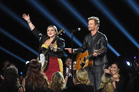 NASHVILLE, TN - NOVEMBER 02: Elle King and Dierks Bentley perform onstage at the 50th annual CMA Awards at the Bridgestone Arena on November 2, 2016 in Nashville, Tennessee.  (Photo by Gustavo Caballero/Getty Images)