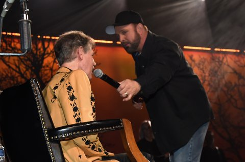 NASHVILLE, TN - FEBRUARY 08:  Garth Brooks (right) and Randy Travis (left) perform during 1 Night. 1 Place. 1 Time: A Heroes & Friends Tribute to Randy Travis at Bridgestone Arena on February 8, 2017 in Nashville, Tennessee.  (Photo by Rick Diamond/Getty Images for Outback Concerts)