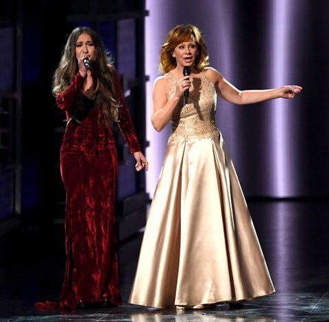 LAS VEGAS, NV - APRIL 02:  Recording artists Lauren Daigle (L) and Reba McEntire perform onstage during the 52nd Academy Of Country Music Awards at T-Mobile Arena on April 2, 2017 in Las Vegas, Nevada.  (Photo by Ethan Miller/Getty Images)